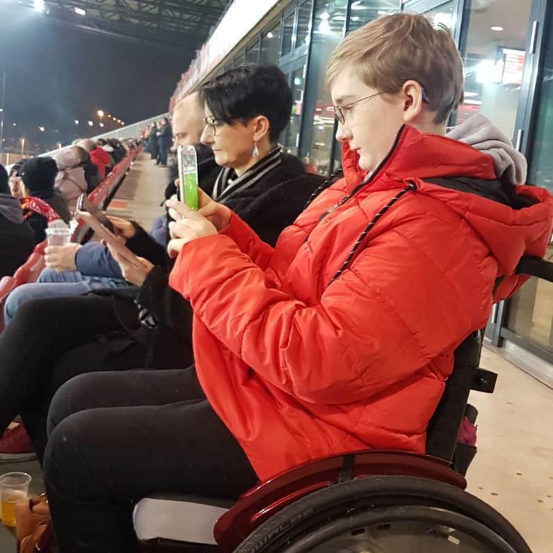 Monika mit Kim-Jey im Stadion