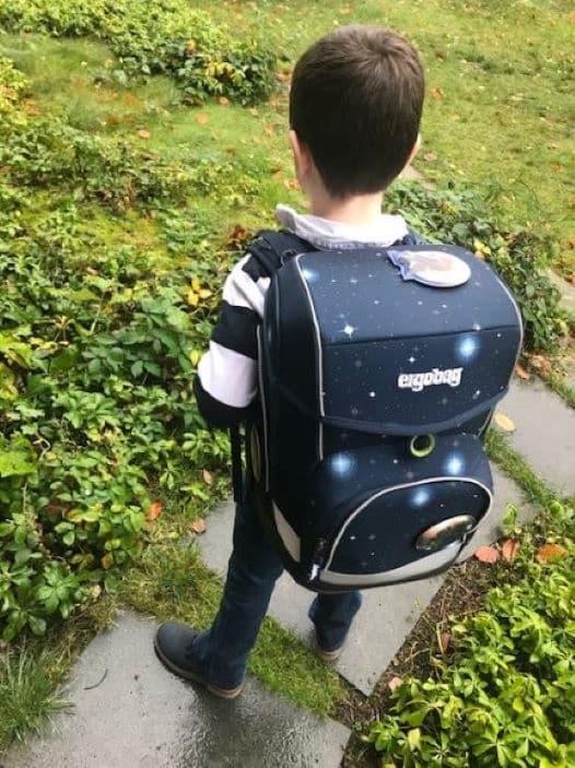 Anton 6 Jahre Gewinner eines Schulrucksack - Aktion 2020