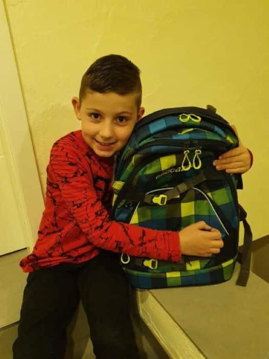 Jannis 8 Jahre Gewinner eines Schulrucksack - Aktion 2020