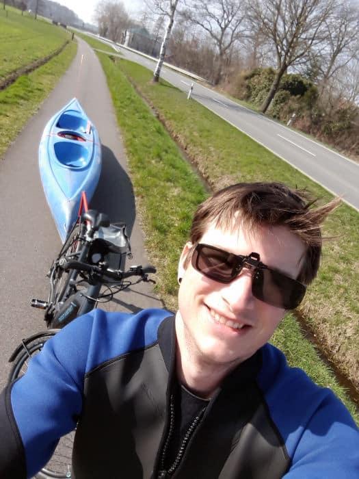Start mit Fahrrad und Kajak